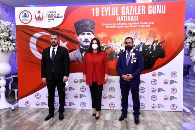 Pursaklar Belediye Başkanı Ertuğrul Çetin, 19 Eylül Gaziler Günü nedeniyle ilçede yaşayan şehit yakınları, gazi ve gazi aileleri onuruna yemek verdi.
