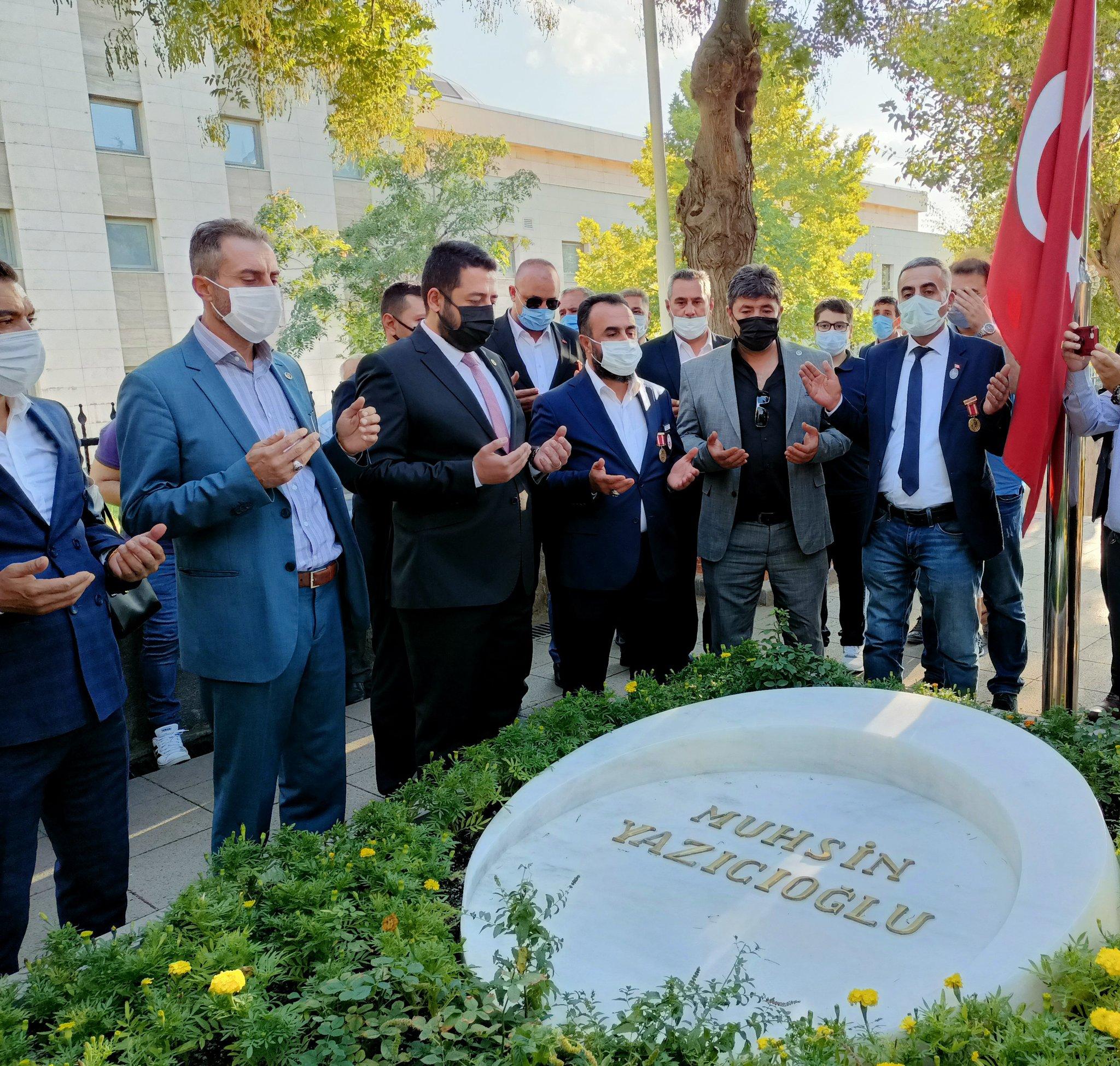 Genel Başkanımız (Gazi) Lokman Aylar ve Kahraman Gazilerimiz 19 Eylül Gaziler Günü Programı kapsamında, Türk Milletinin gönlünde müstesna bir yere sahip olan Şehit Lider Muhsin Yazıcıoğlu'nun kabrini ziyaret ettiler.